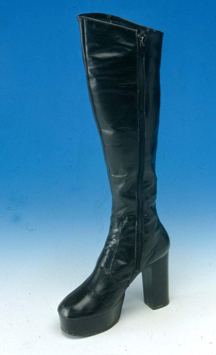 northampton_museum_1979-123-1_womens_boot_1970s